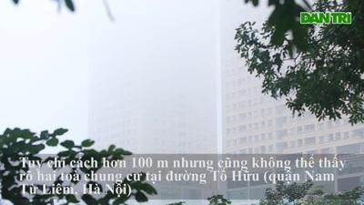 Nhà cao tầng trong sương mù