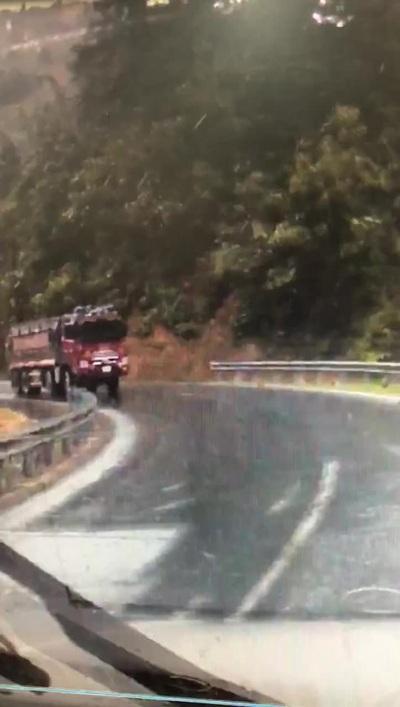 Tai nạn bất ngờ khi phanh gấp trên đường trơn