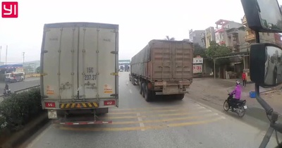 Container vượt ẩu ép xe tải vào dải phân cách