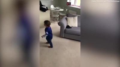 """Choáng ngợp trước cậu bé 2 tuổi được ví như """"Ronaldo tí hon"""""""