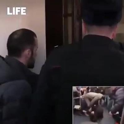 Khoảnh khắc Karomat Dzhaborov bị cảnh sát bắt giữ vì trò đùa của mình trên Youtube