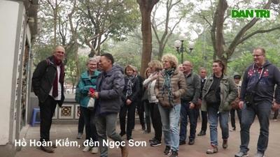 Hà Nội: Điểm du lịch nổi tiếng tấp nập khách tham quan trở lại