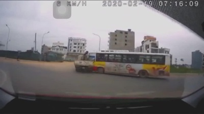 Tình huống xử lý khó hiểu gây tai nạn của tài xế xe buýt