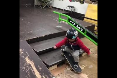 Cậu bé 3 tuổi với kỹ năng chơi ván trượt đáng khâm phục