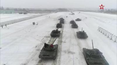 Chàng lính dùng xe tăng để xếp hình... cầu hôn bạn gái