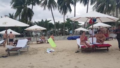 Giữa mùa dịch Covid-19, khách Nga vẫn tấp nập ở Nha Trang