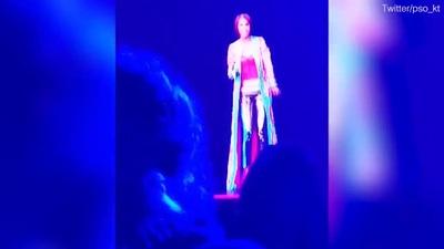 Nữ danh ca quá cố Whitney Houston trở lại sân khấu khiến công chúng sửng số
