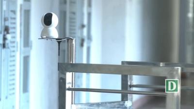 Giảng viên chế tạo robot vận chuyển trong khu cách ly phòng Covid-19