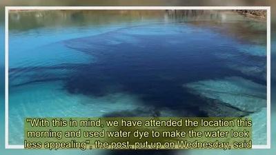 """Nhuộm đen đầm nước nổi tiếng để """"cấm cửa"""" khách du lịch tụ tập tham quan"""