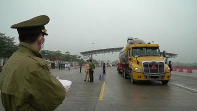 Hàng loạt xe tải buộc phải quay đầu xe tại cao tốc Hà Nội – Hải Phòng