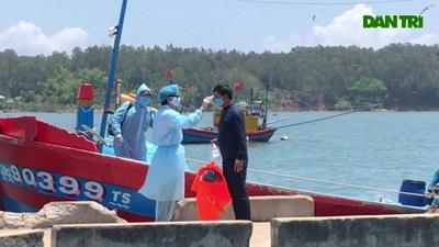 Đưa ngư dân trên tàu cá bị đâm chìm ở Hoàng Sa đi cách ly