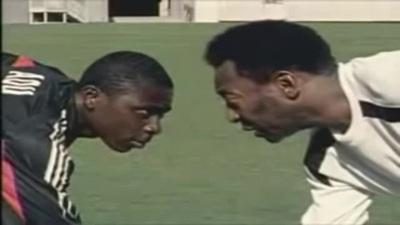 Adu đối đầu với Pele trong quảng cáo năm 2004