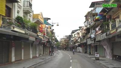 Hà Nội khác lạ trong những ngày xử phạt người vi phạm lệnh hạn chế ra đường