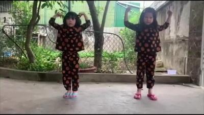 Chị em song sinh nhảy Ghen Cô Vy ủng hộ bác sĩ chống dịch Covid-19