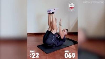 Ronaldo với thử thách gập bụng 142 lần trong 45 giây