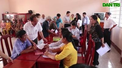 Cục trưởng Cục Bảo trợ xã hội đã đến kiểm tra việc chi trả tiền hỗ trợ Vĩnh