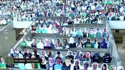 CLB Monchengladbach phủ kín SVĐ bằng 13.000 ảnh cổ động viên