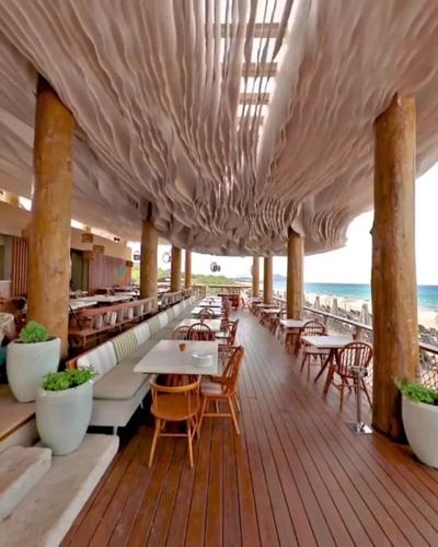 Mãn nhãn trần nhà cực đẹp mắt của một nhà hàng ven biển tại Hy Lạp