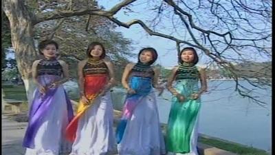 """Nhóm Tik Tik Tak hát """"Hoa cỏ mùa xuân"""""""