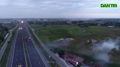 Khói mù mịt trên cao tốc Hà Nội - Ninh Bình