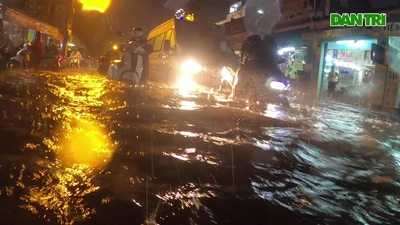 Các tuyến đường TPHCM ngập nặng sau cơn mưa