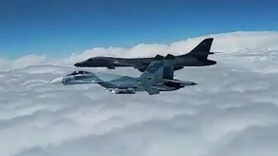"""Video máy bay chiến đấu Nga """"đuổi"""" máy bay Mỹ khỏi biên giới"""