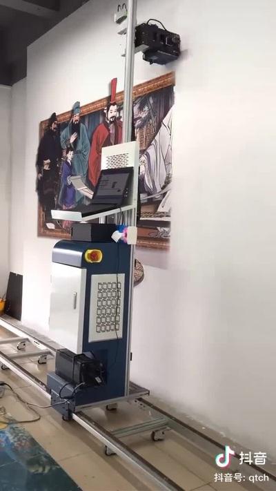 Chiếc máy vẽ tranh tường siêu ấn tượng và độc đáo