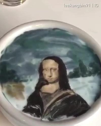 Thán phục với nghệ thuật vẽ tranh trên tách cà phê