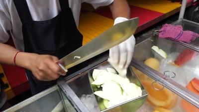 Màn cắt gọt hoa quả điêu luyện như ninja thu hút hơn 15 triệu lượt xem