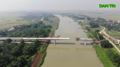 Toàn cảnh cây cầu vượt sông Cầu nối Hà Nội - Bắc Giang