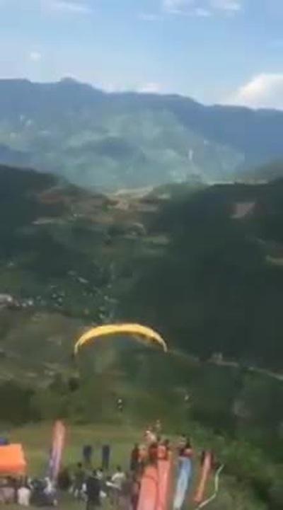 Phi công người Nga bị rơi xuống vực tại Yên Bái khi đang bay dù lượn