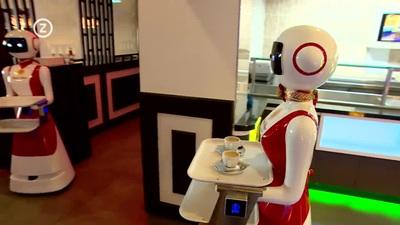 Nhà hàng sử dụng robot làm bồi bàn để đề phòng lây nhiễm Covid-19