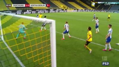 Hạ Hertha Berlin, Dortmund quyết ngăn Bayern Munich vô địch sớm