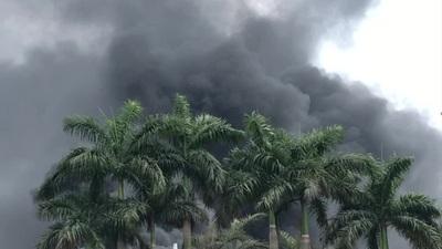 Hà Nội: Cháy lớn gần tổng kho xăng dầu, thùng hóa chất văng xa trăm mét