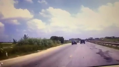 Vượt ẩu trên đường hẹp, xe con gây tai nạn liên hoàn