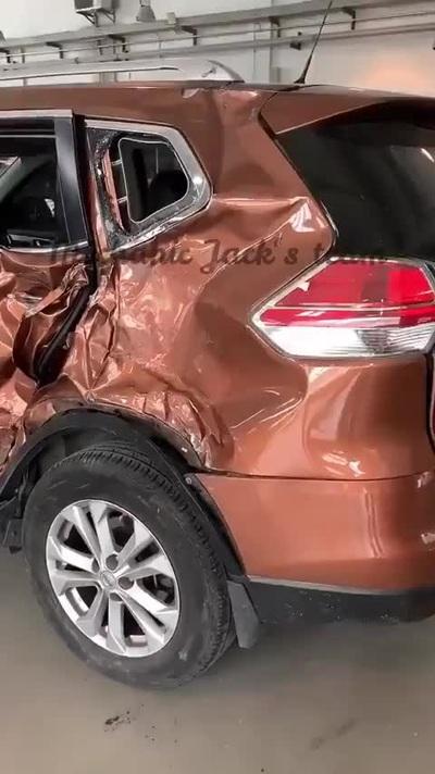 Cận cảnh quá trình phục hồi một chiếc xe ô tô bị hư hại nặng sau tai nạn