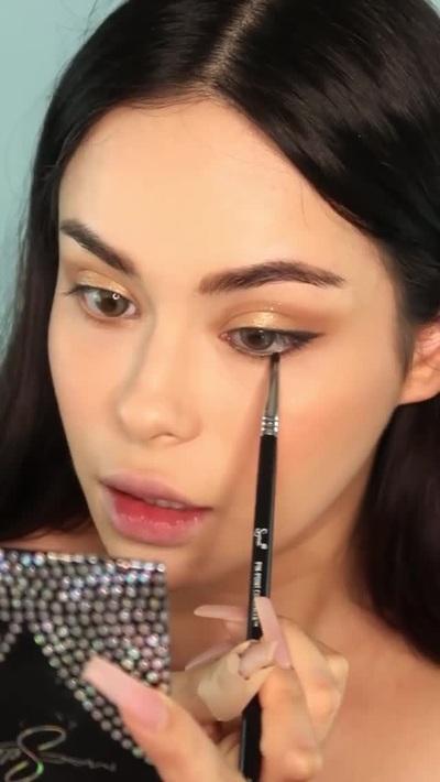 Hot girl gốc Việt nóng bỏng trổ tài hóa trang giống hệt Lisa Black Pink