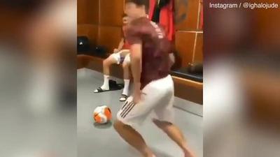 Paul Pogba nhảy múa tưng bừng sau chiến thắng trước Bournemouth