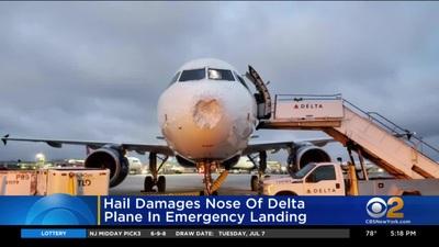 Máy bay bị lõm đầu phải hạ cánh khẩn cấp vì mưa đá
