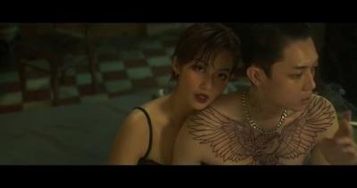 """Khả Ngân trở lại táo bạo với cảnh nóng trong MV """"Em đau lòng thế anh vừa lòng chưa"""""""