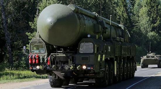 Uy lực không thể cản phá của tên lửa con trai Satan Nga - 1