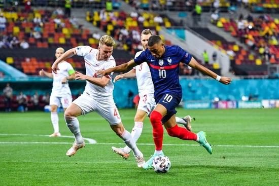 Nỗi đau xé lòng của Mbappe khi hóa tội đồ khiến Pháp bị loại ở Euro 2020 - 1