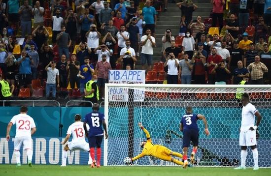 Nỗi đau xé lòng của Mbappe khi hóa tội đồ khiến Pháp bị loại ở Euro 2020 - 4