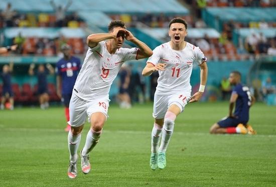 Nỗi đau xé lòng của Mbappe khi hóa tội đồ khiến Pháp bị loại ở Euro 2020 - 11