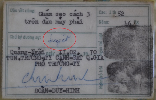 Thẻ căn cước của bà Tuyết có chữ ký thật từ năm 1970.