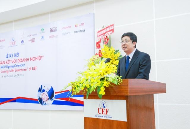 Ông Nguyễn Viết Dũng - Phó Vụ trưởng, Phó Giám đốc cơ quan đại diện Bộ Giáo dục và Đào tạo tại TP.HCM ghi nhận và chúc mừng những thành quả UEF đạt được trong thời gian qua