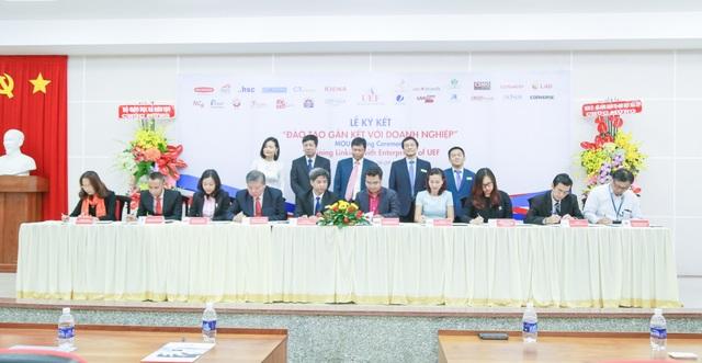 UEF và đại diện các doanh nghiệp tiến hành ký kết biên bản hợp tác