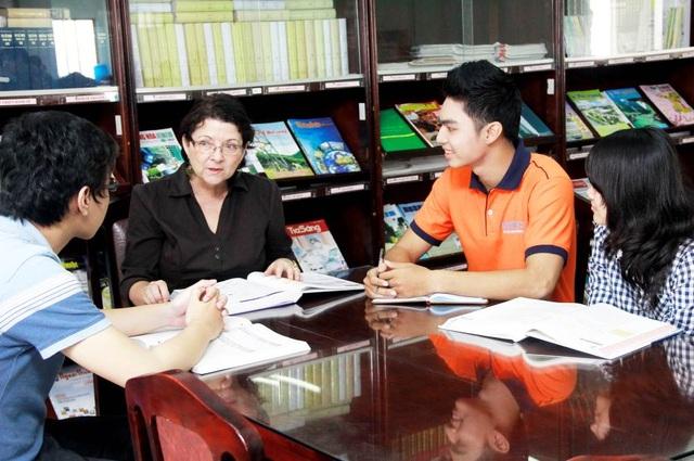 Giảng viên là các giáo sư nhiều kinh nghiệm về Quản trị kinh doanh