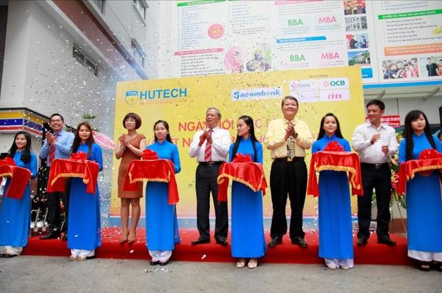 Ngày hội việc làm và kết nối doanh nghiệp được HUTECH tổ chức hàng năm