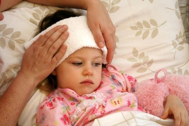Chăm sóc trẻ không đúng cách cũng là một trong những nguyên nhân khiến bệnh của trẻ lâu khỏi.